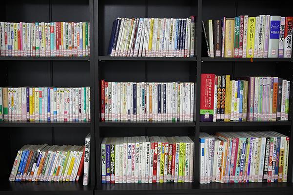 図書室 本棚